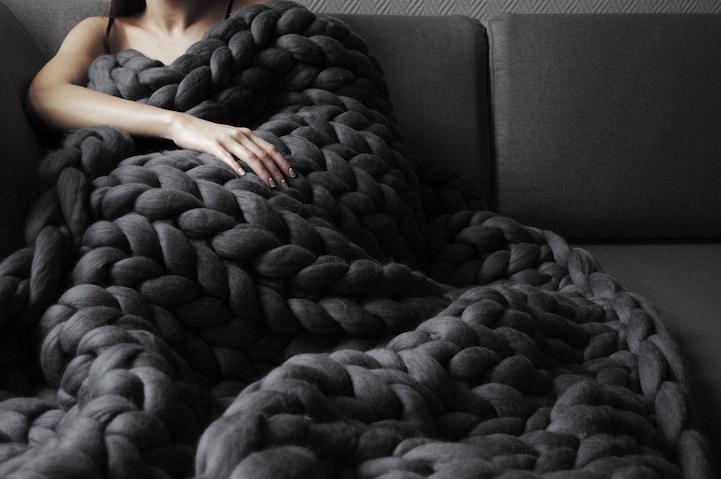 coperta in filato gigante color nero