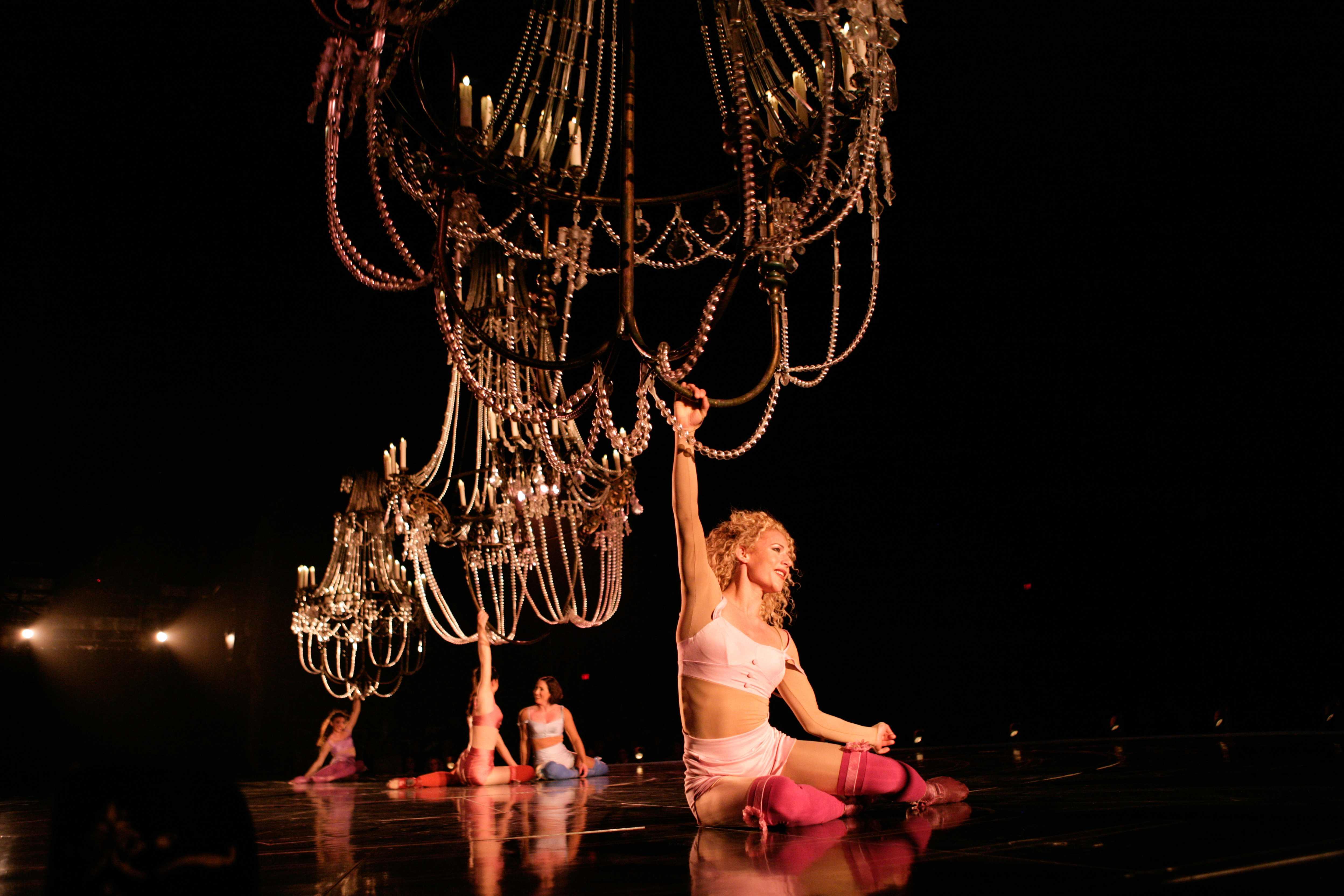 Cirque du Soleil - Corteo - Acrobata