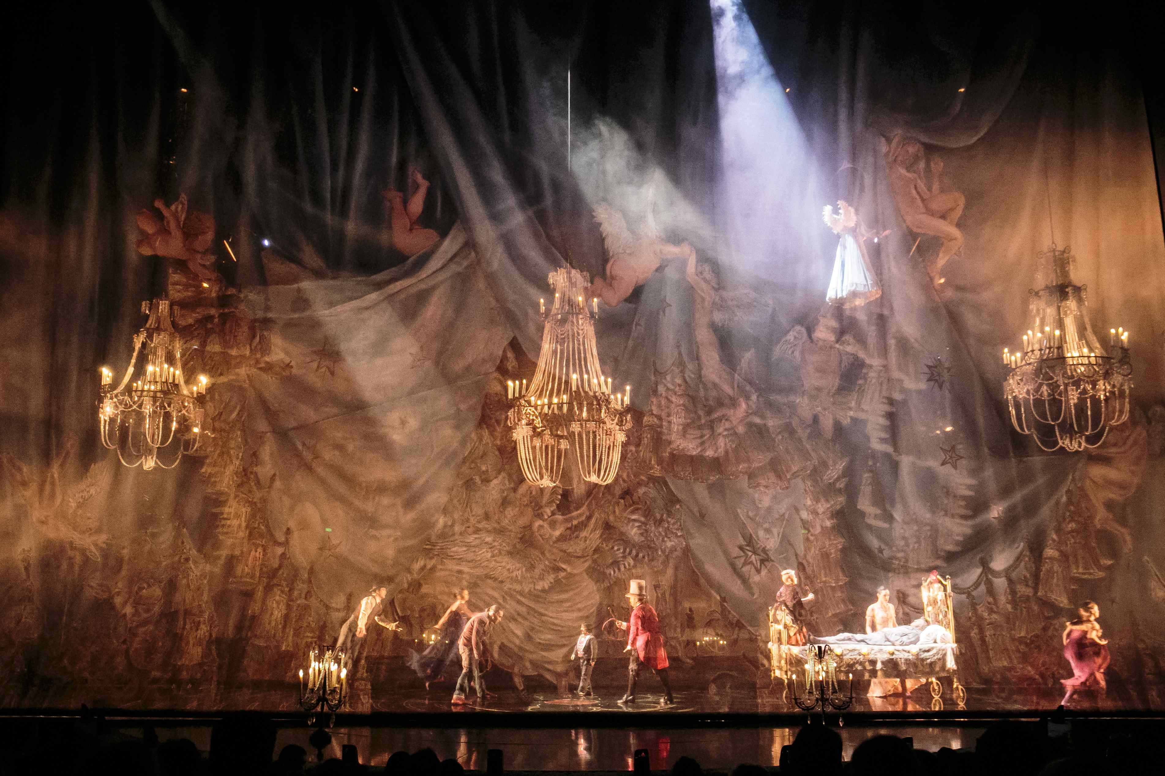 Cirque du Soleil - Corteo - Acrobati