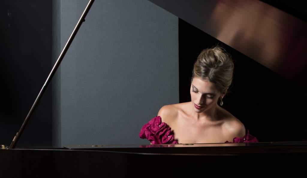 Risultati immagini per la pianista perfetta teatro litta