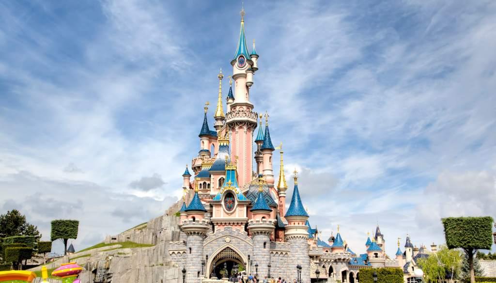 riproduzione del castello Disnery nei parchi giochi