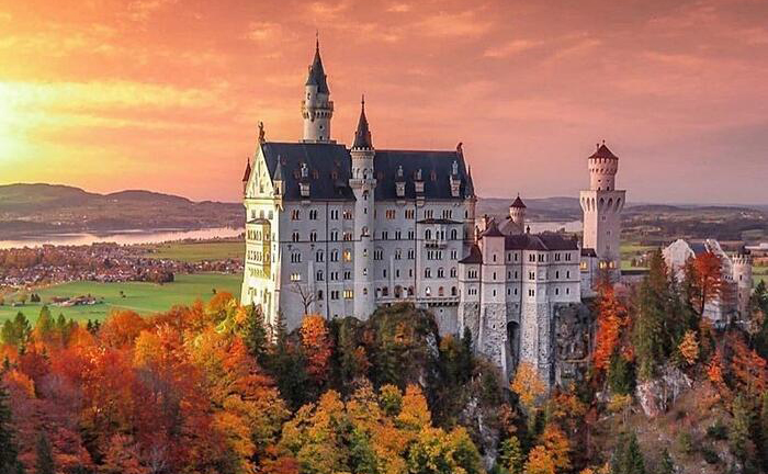Il castello Disnery , Neuschwanstein in Baviera, Germania