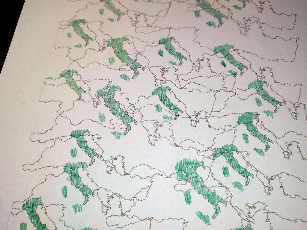 disegno bianco e nero colorato a penna verde, mappe del mediterraneo intrecciate