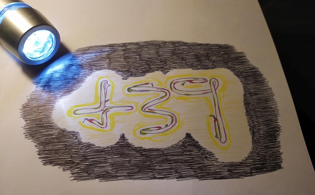 disegno in bianco e nero colorato a biro e pennarelli, prefisso italiano +39, sopra appoggiata torcia elettrica
