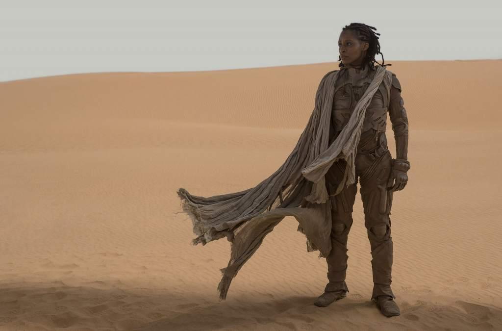 Sharon Duncan-Brewster nei panni di Liet Kynes nel deserto di Dune