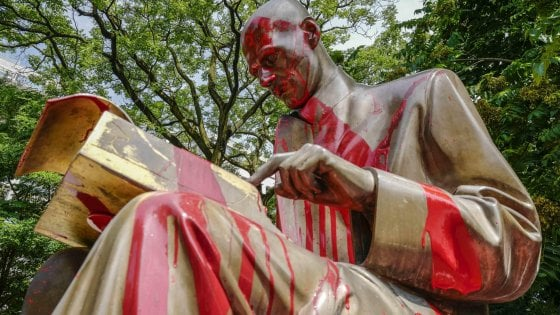 statua Indro Montanelli imbrattata di rosso