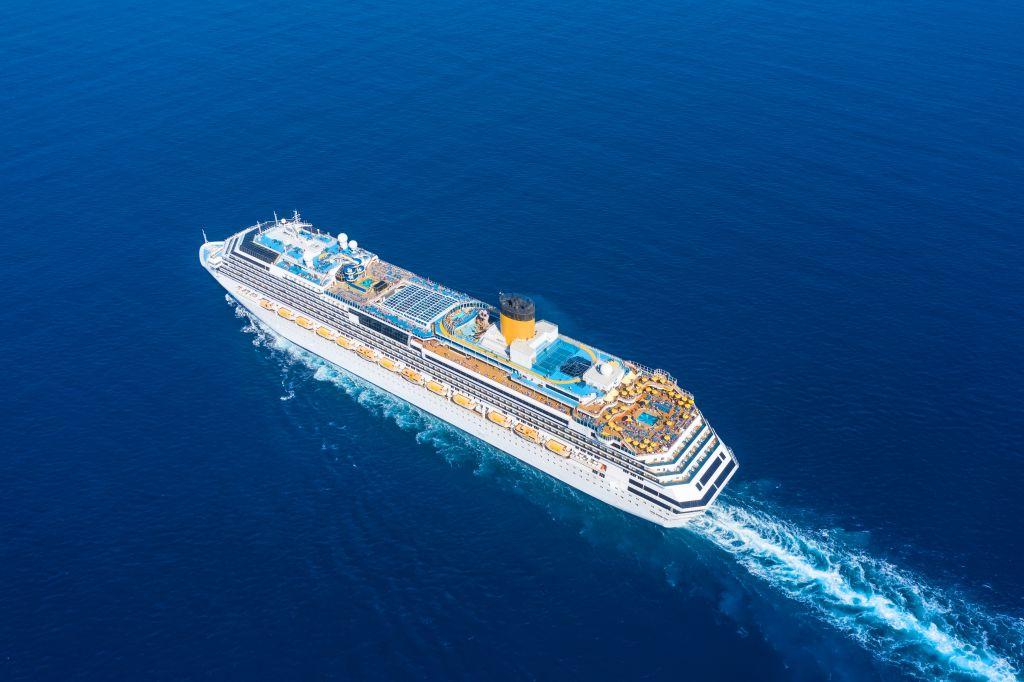 nave da crocera in mare
