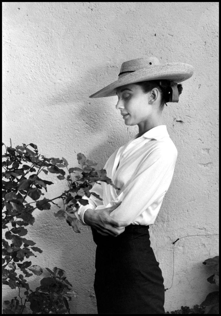 Inge Morath fotografa Audrey Hepburn sul set di Unforgiven