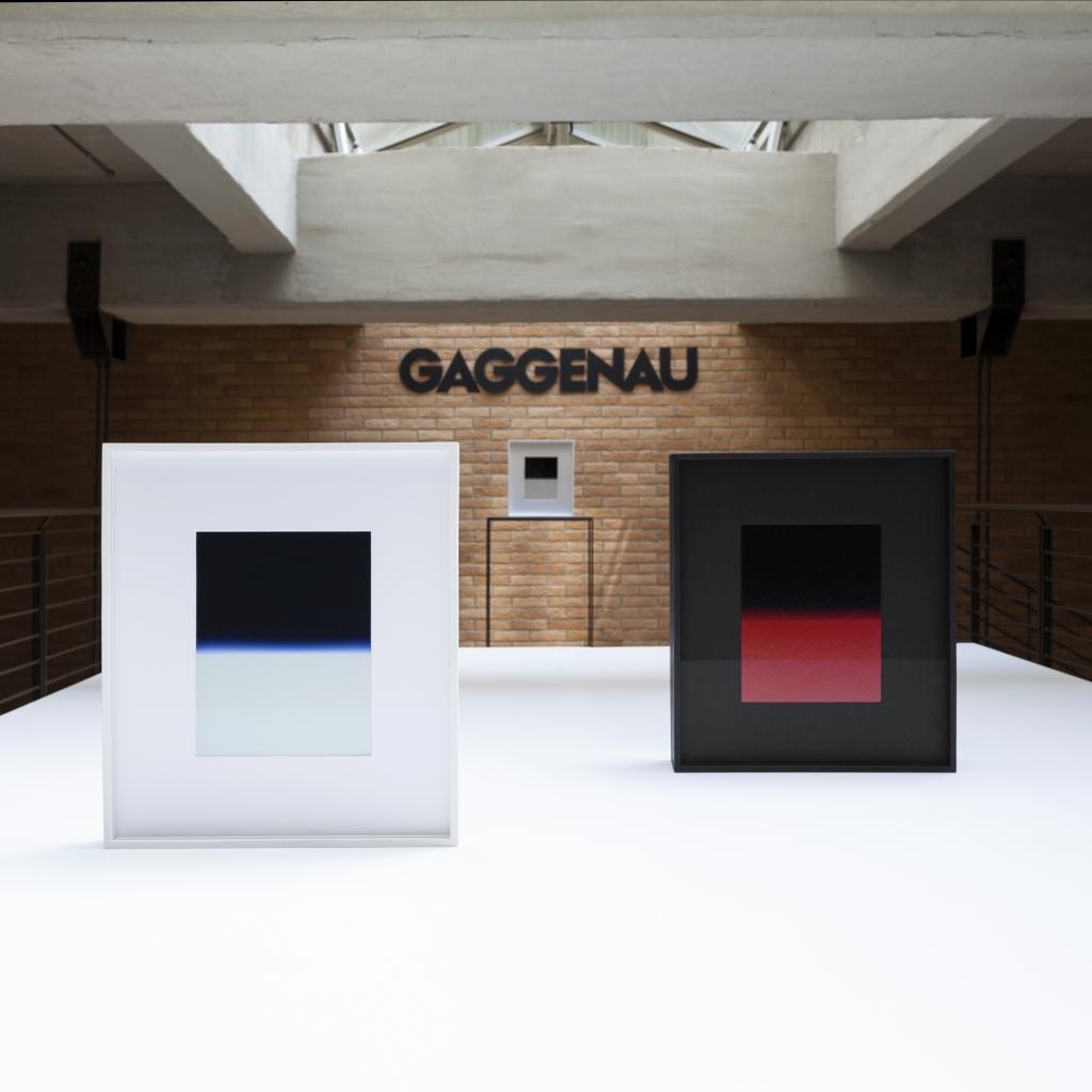fotografia, colori, interno, Davide Tranchina mostra fotografica, 2 foto di orizzonte bianco rosso e nero, appoggiate su superficie bianca