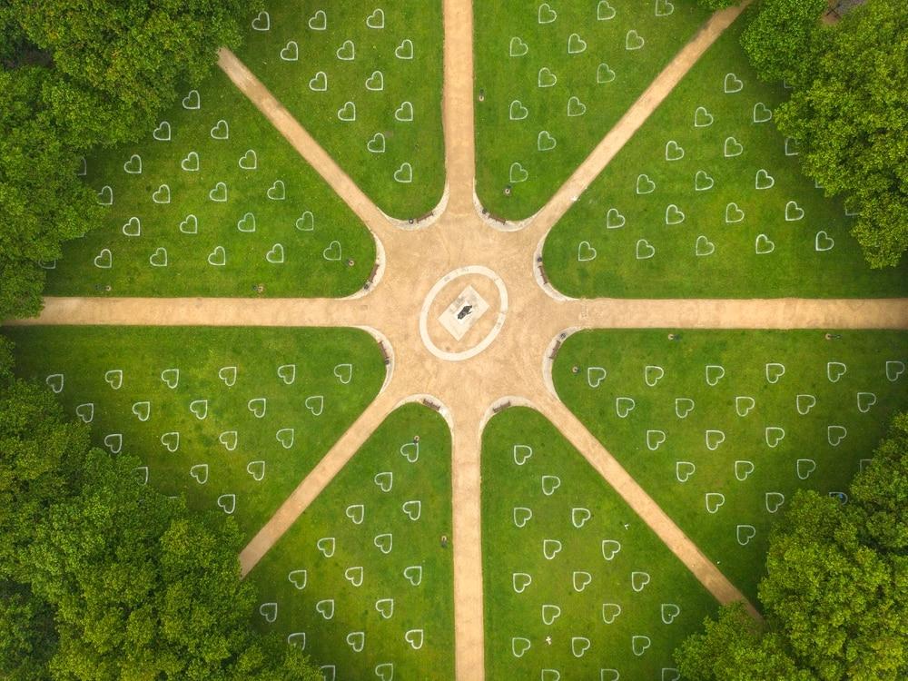 vista aerea del parco di Bristol con i cuori bianchi disegnati