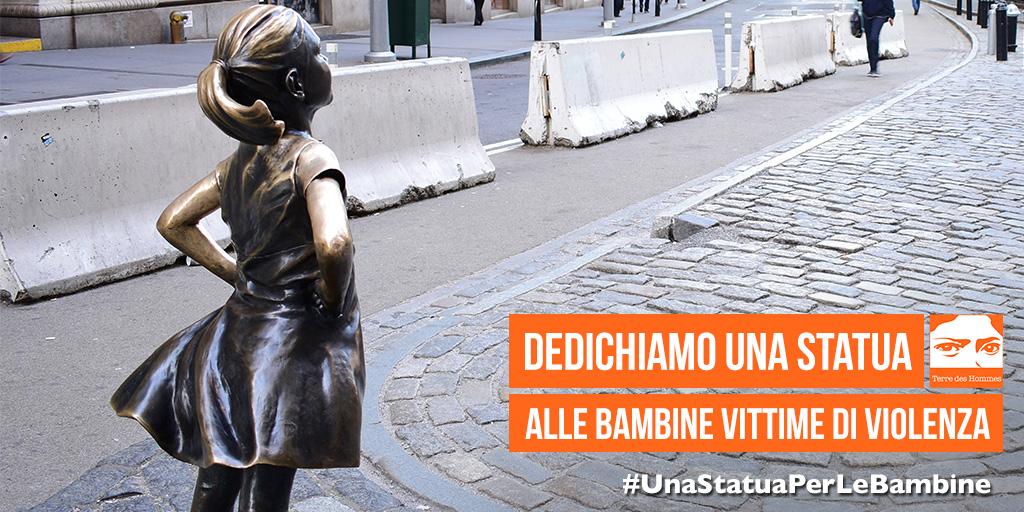 #UnaStatuaPerLeBambine vittime di violenza immagine di una statua in bronzo di una bambina di spalle con le mani sui fianchi
