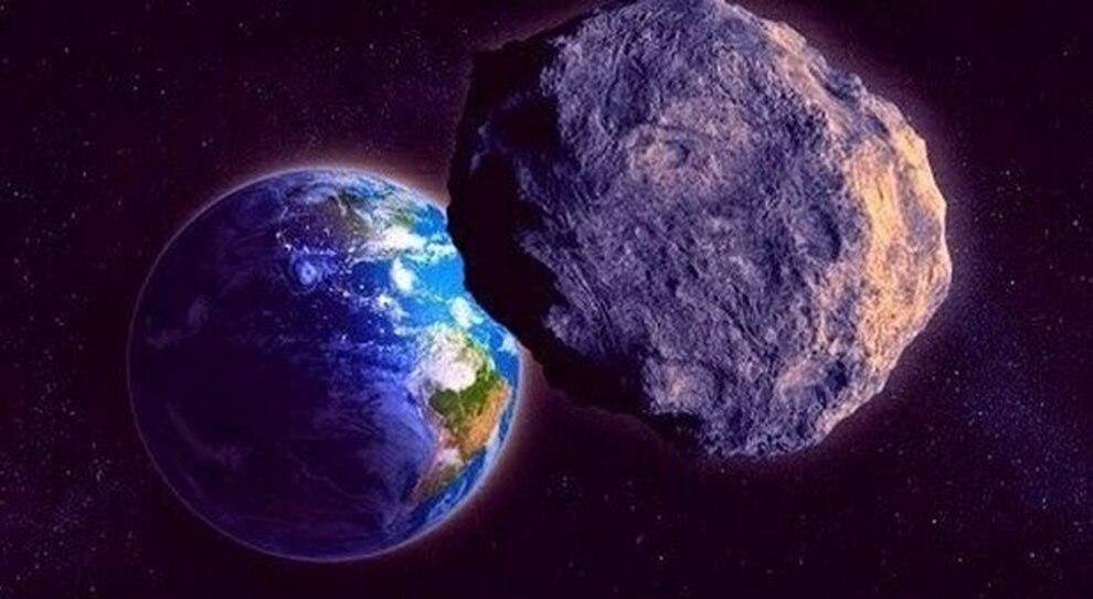 in primo piano un asteroide che si dirige verso la Terra