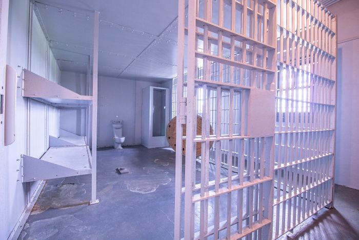 interno della casa del Missuri con vista sulla cella del carcere