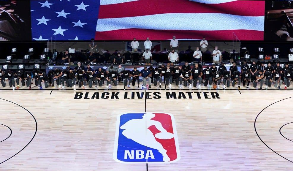 campo da basket visto dall'alto l'NBA si ferma per protesta