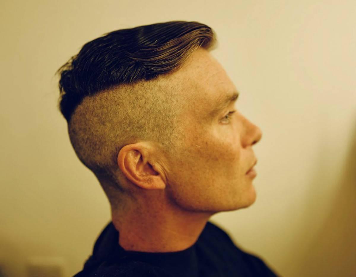 foto fi progilo di Tommy con un nuovo taglio di capelli per la sesta stagione di Peaky Blinders
