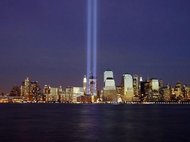 11 settembre i due faci di luce a ricordo delle torri gemelle