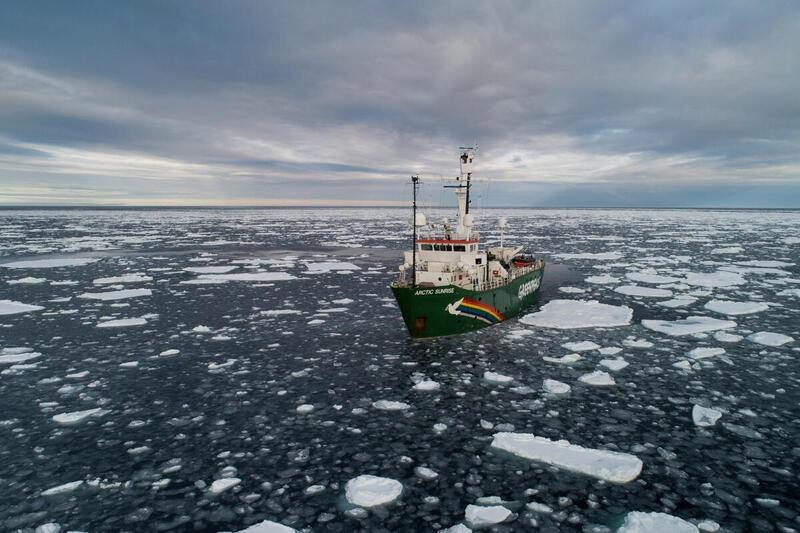 Il ghiaccio nell'Artico sta scomparendo, la nave Arctic Sunrise di Greenpeace che sta facendo gli studi