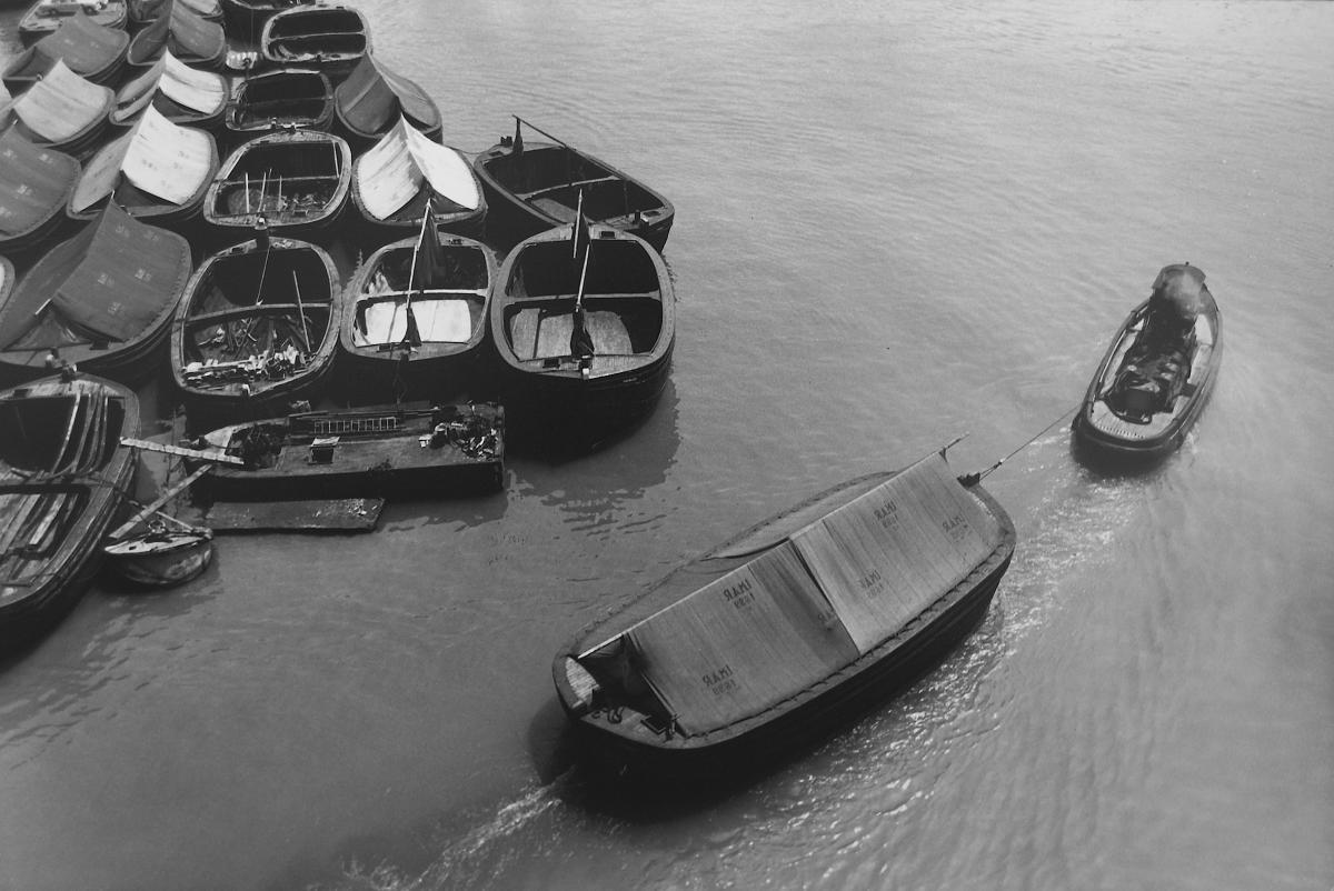 Foto in bianco e nero di Biennale Donna Lisetta Carmi, Porto di Genova