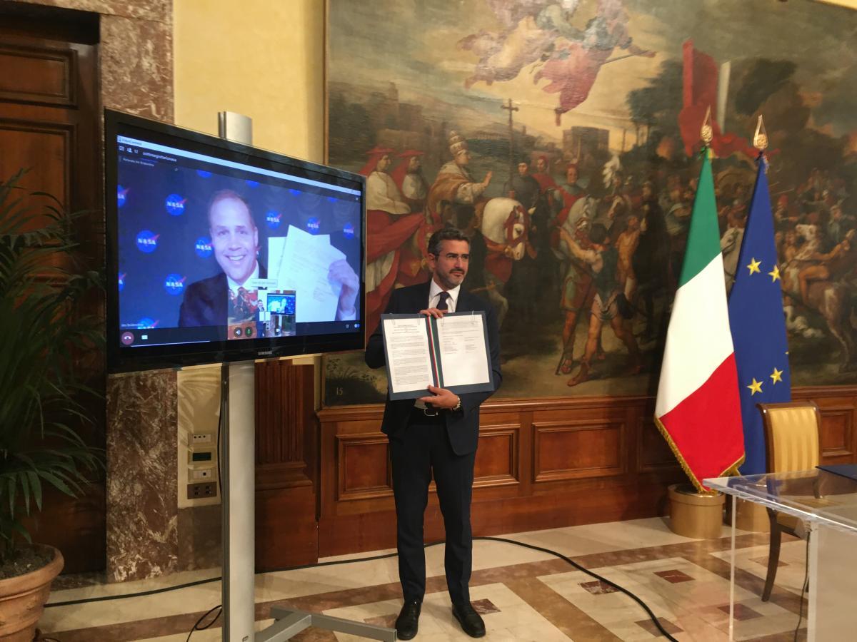 Italia sulla Luna Il documento sottoscritto da James Frederick Bridenstine, attuale amministratore della NASA ed ex pilota della marina americana, e Riccardo Fraccaro
