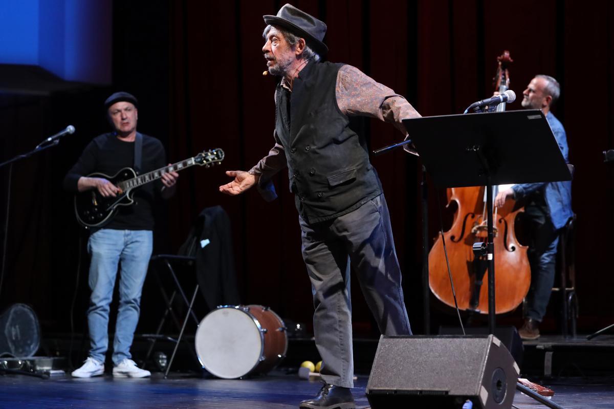 Paolo Rossi sul palco del Piccolo di Milano