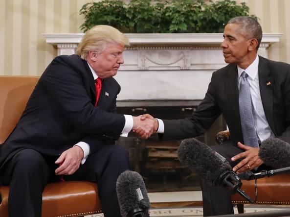 Donald Trump, nominato per il Premio Nobel stringe la mano a Barack Obama