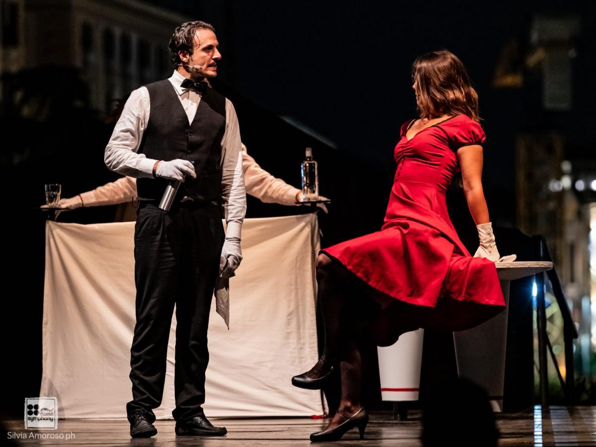 Asterione in scena il 12 ottobre al Teatro Sannazaro di Napoli un uomo e una donna sul palco