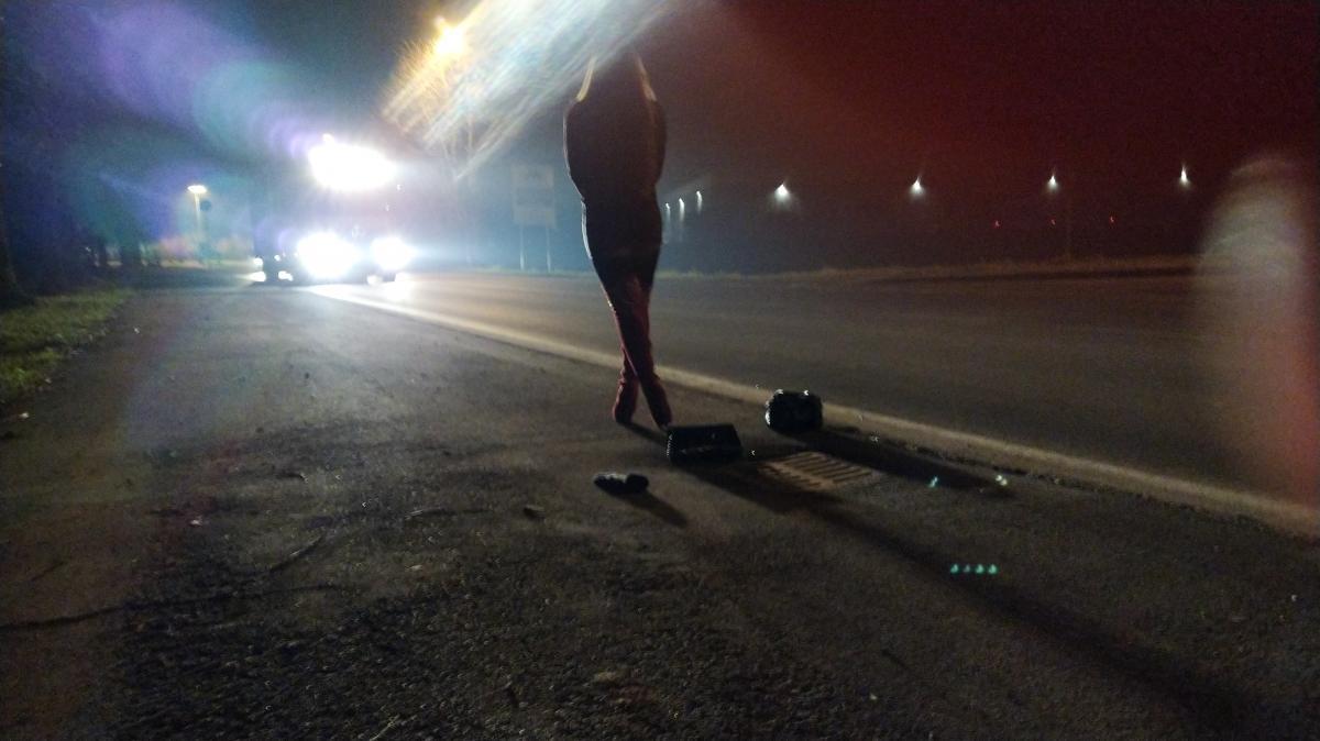 """""""Ri-scatti"""" la mostra fotografica donna sul ciglio della strada"""