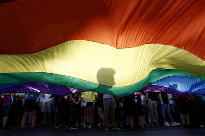 terapia ormonale gratuita, bandiera arcobaleno