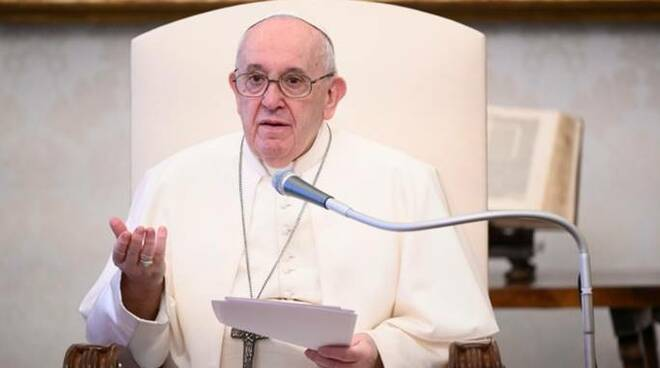 Papa Francesco unioni gay durante un discorso