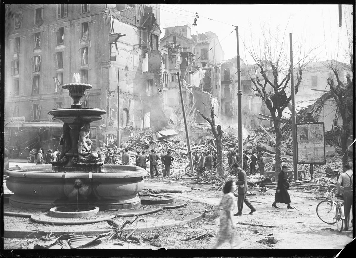 La Milano bombardata, Piazza Fontana a Milano dopo i bombardamenti