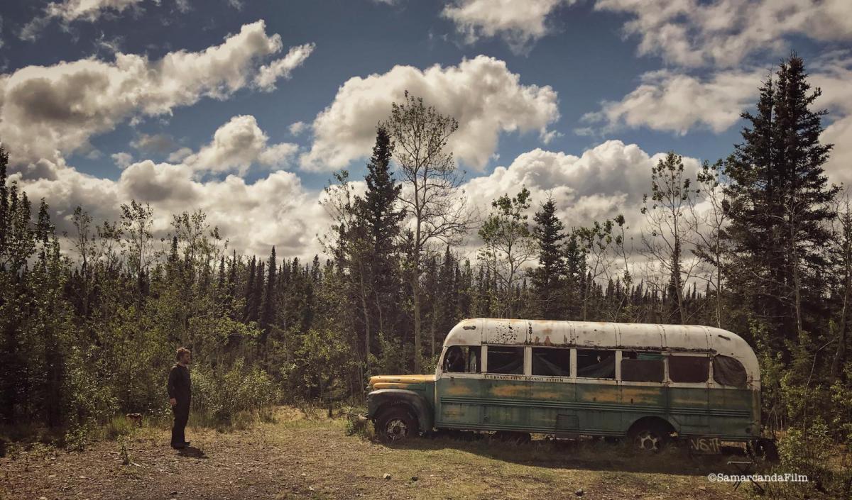 PaoloCognetti. Sogni digrandenord davanti al bus di into the wild