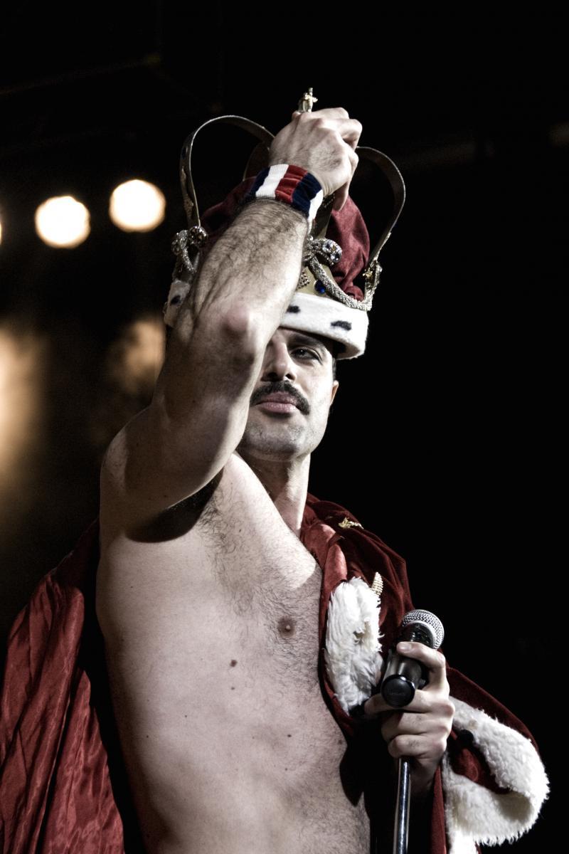 Queenmania Rhapsody al Teatro manzoni, attore in primo piano