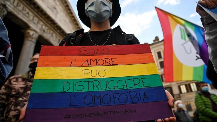 Zan Omotransfobia manifestante