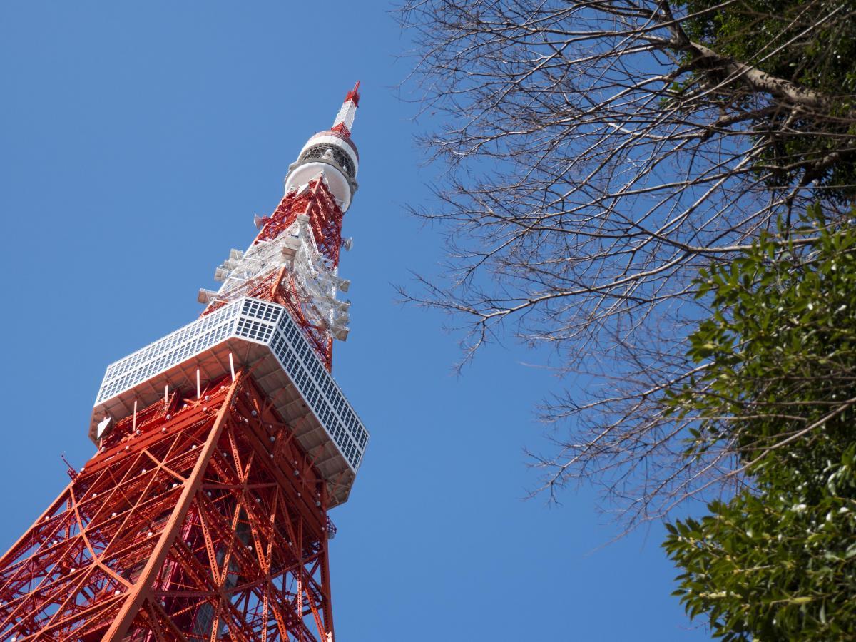 Virtual Tokyo Tower vista dal basso della torre