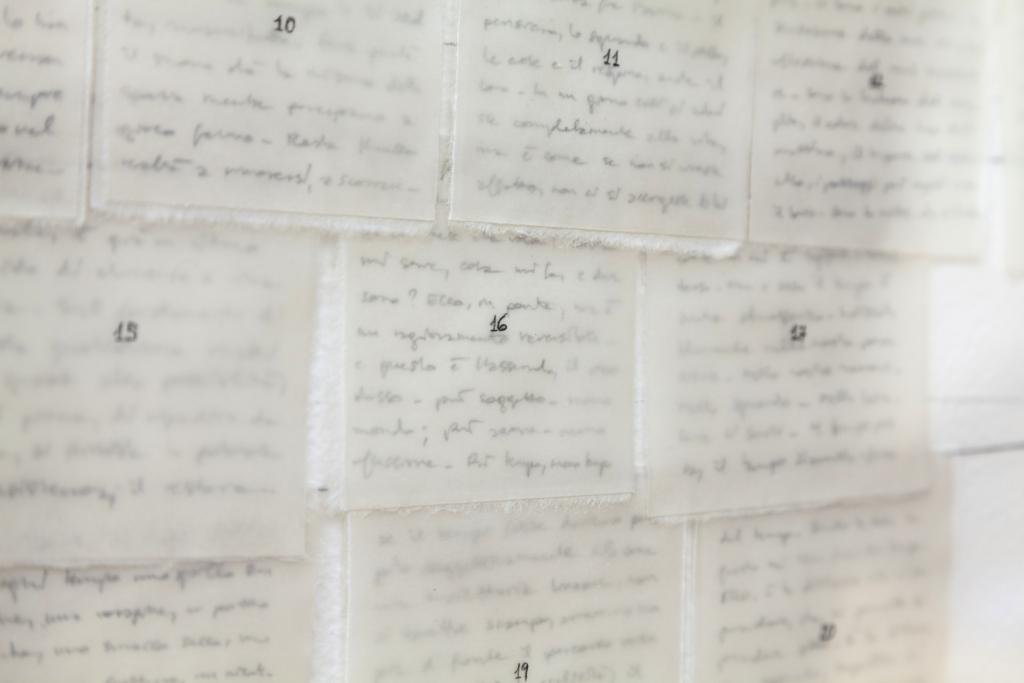 dettaglio calendario con foglietti numerati ricoperti di cera