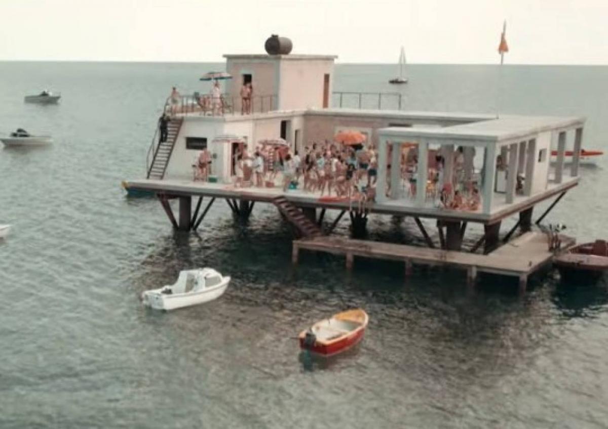 L'incredibile storia dell'isola delle rose la piattaforma del film