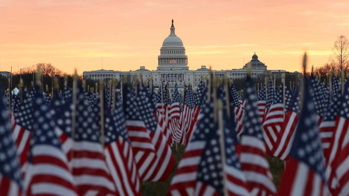 Inauguration Day 2021 bandiere americane davanti al campidoglio