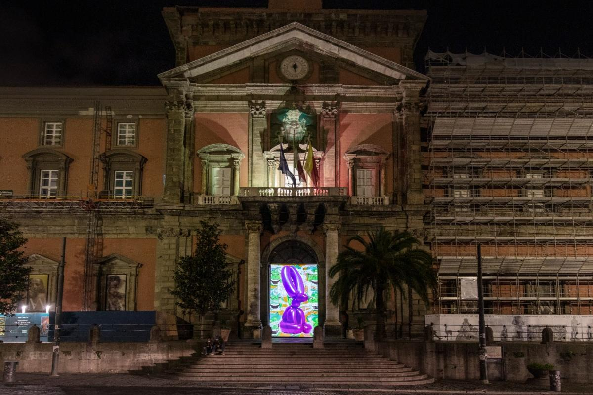 L'arte illumina il centro storico di Napoli Jeff Koons, Untitled