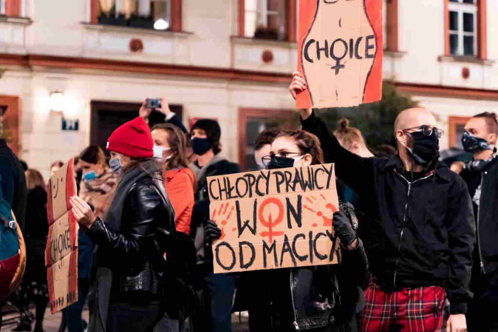 Polonia aborto manifestanti contro la legge