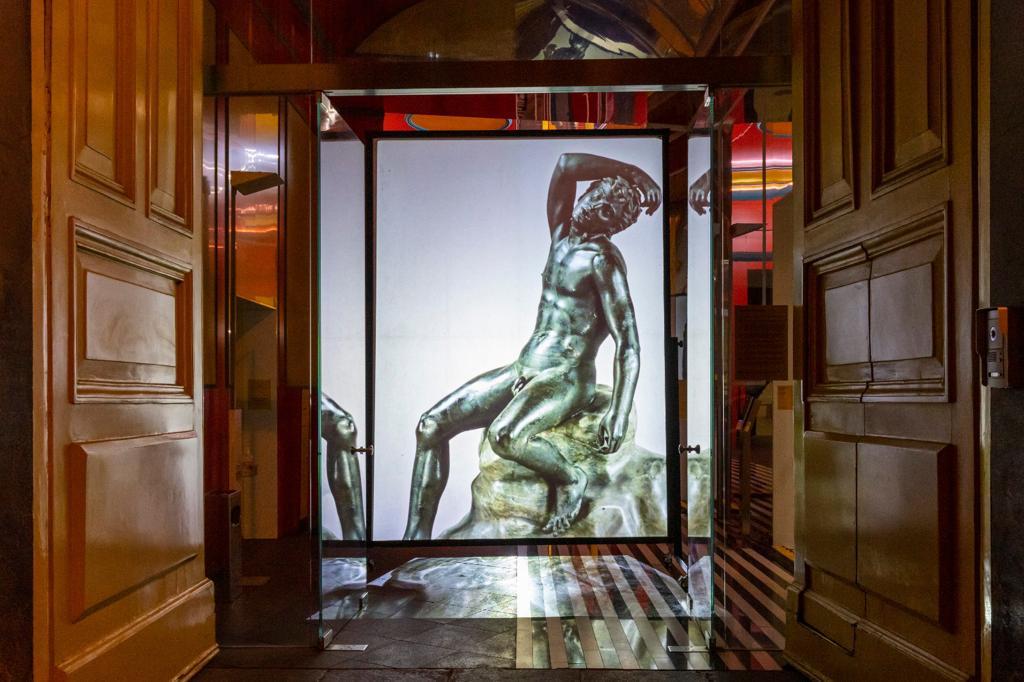 L'arte illumina il centro storico di Napoli Satiro dormiente, bronzo, da Ercolano