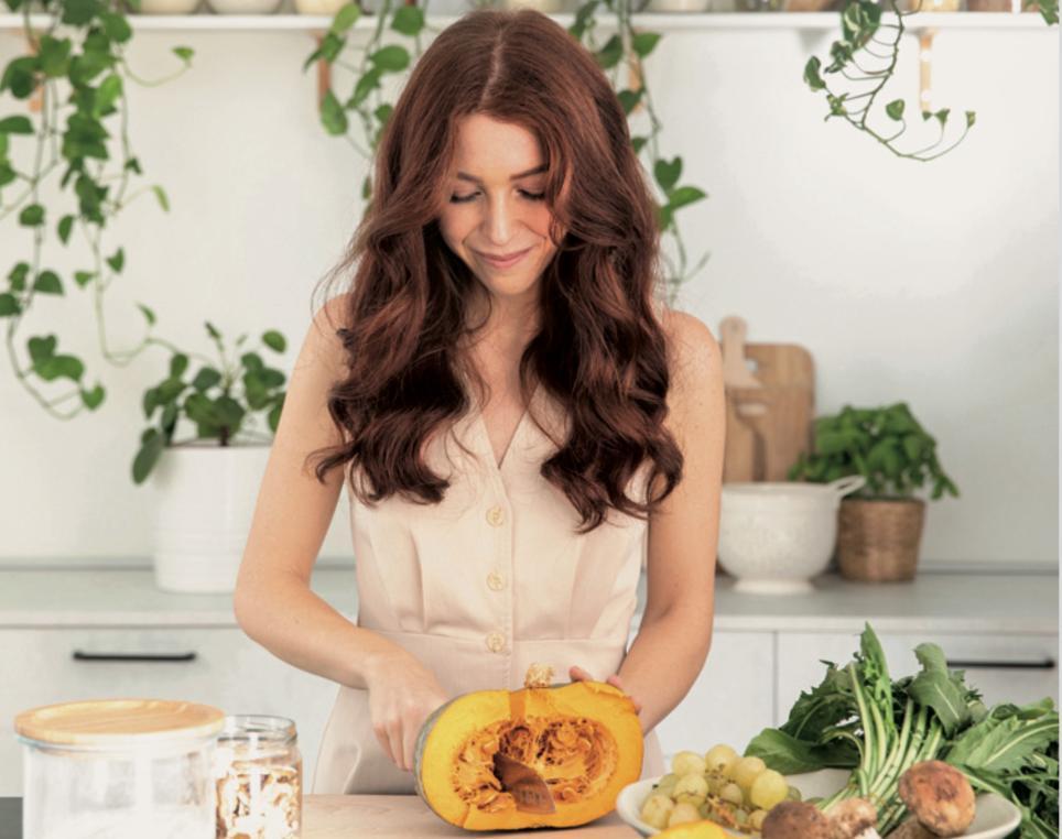 Cucina Botanica carlotta perego mentre cucina