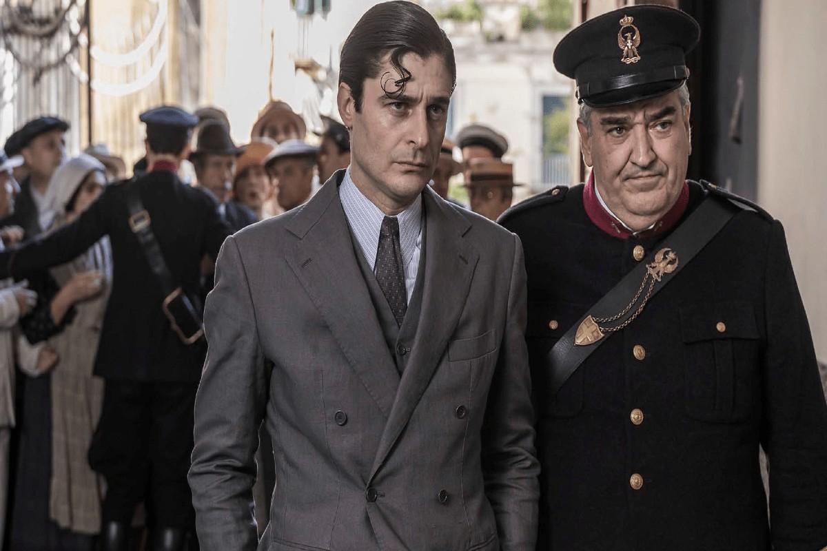 il commissario Ricciardi con il maresciallo