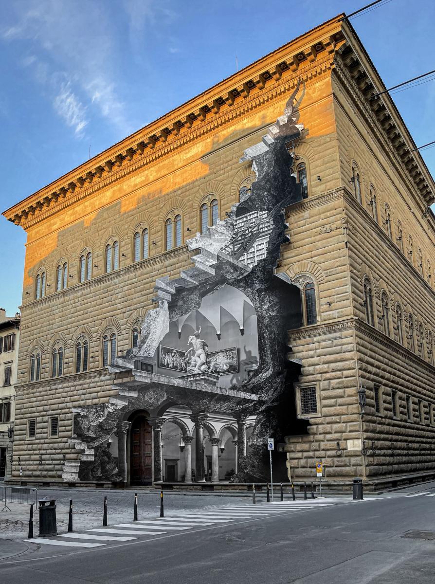 Palazzo Strozzi cambia volto facciata ridipinta