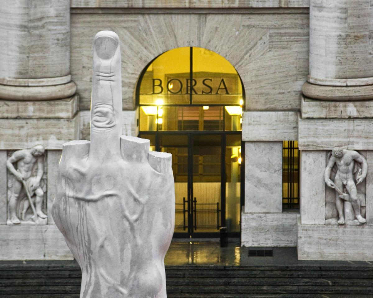 Maurizio Cattelan, L.O.V.E. 2010, Piazza degli Affari, Milan, photo zeno zotti
