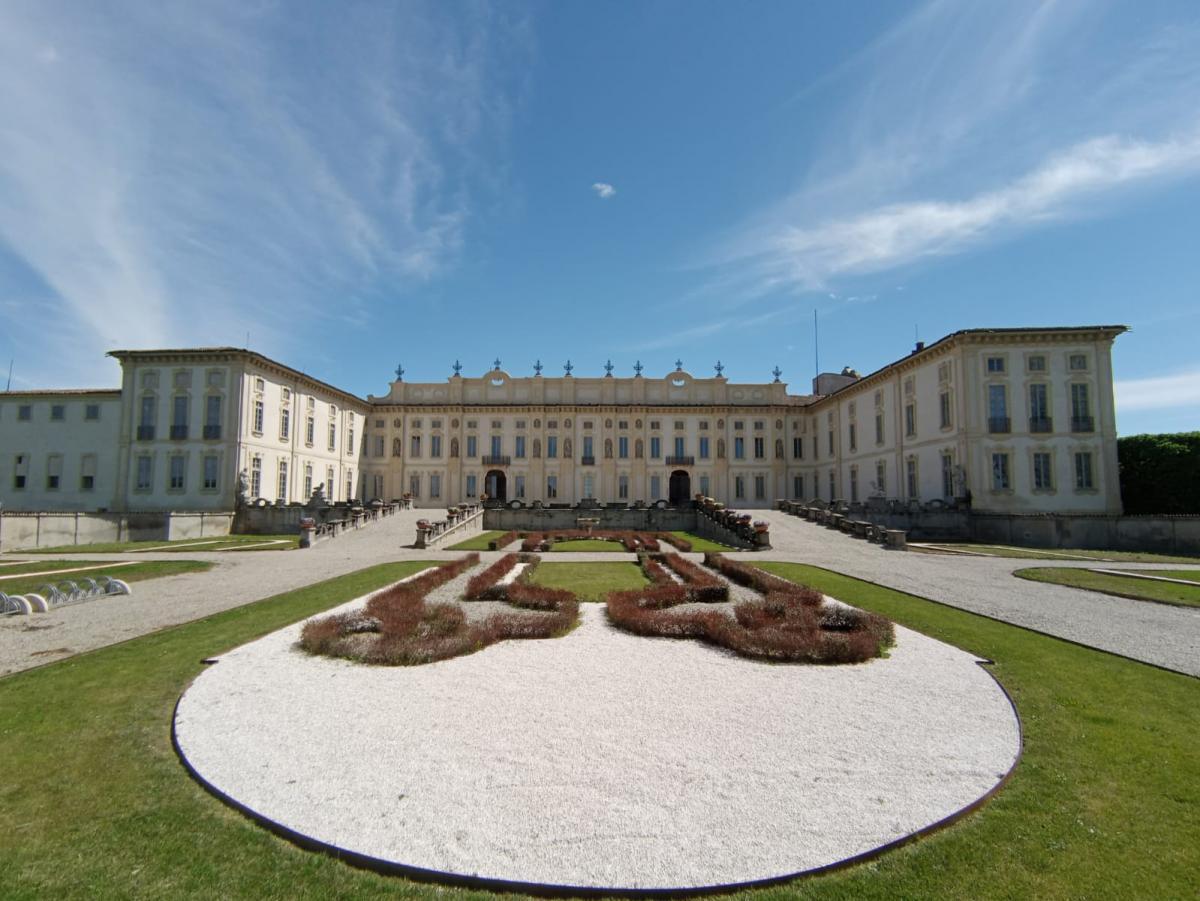 Villa Arconati riapre vista frontale