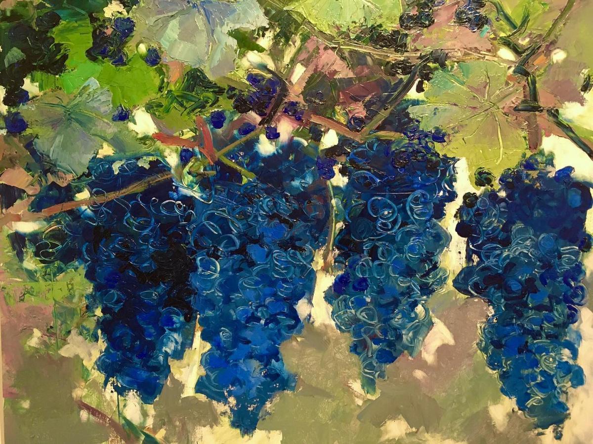 dipinto con grappoli d'uva nera appesi alla vite