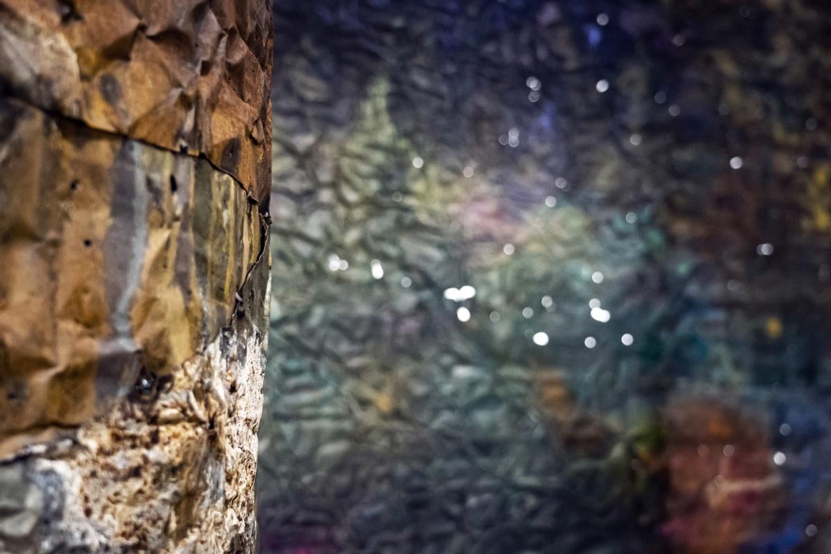 Francesca Leone mostra alle Gallerie d'Italia di Milano, particolare opera in lamiera verniciata