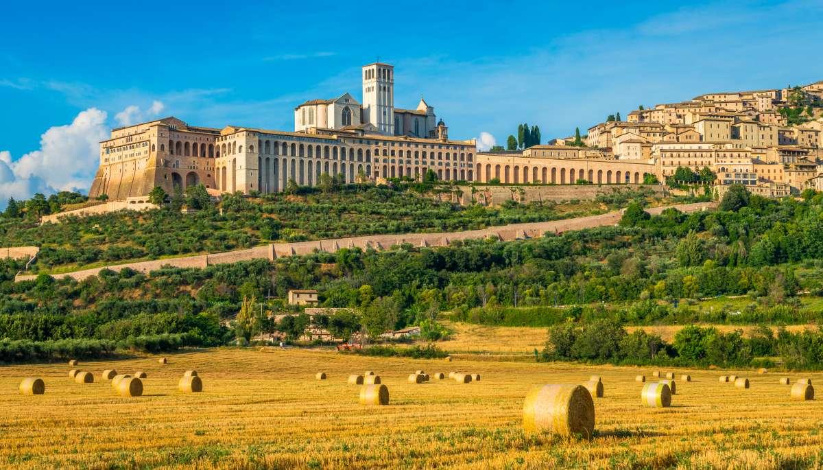 Umbria on the road: vista panoramica della Basilica di San Francesco d'Assisi