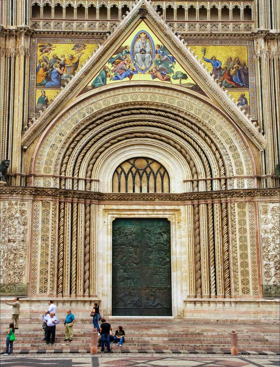 Umbria on the road: la coloratissima facciata del Duomo di Orvieto