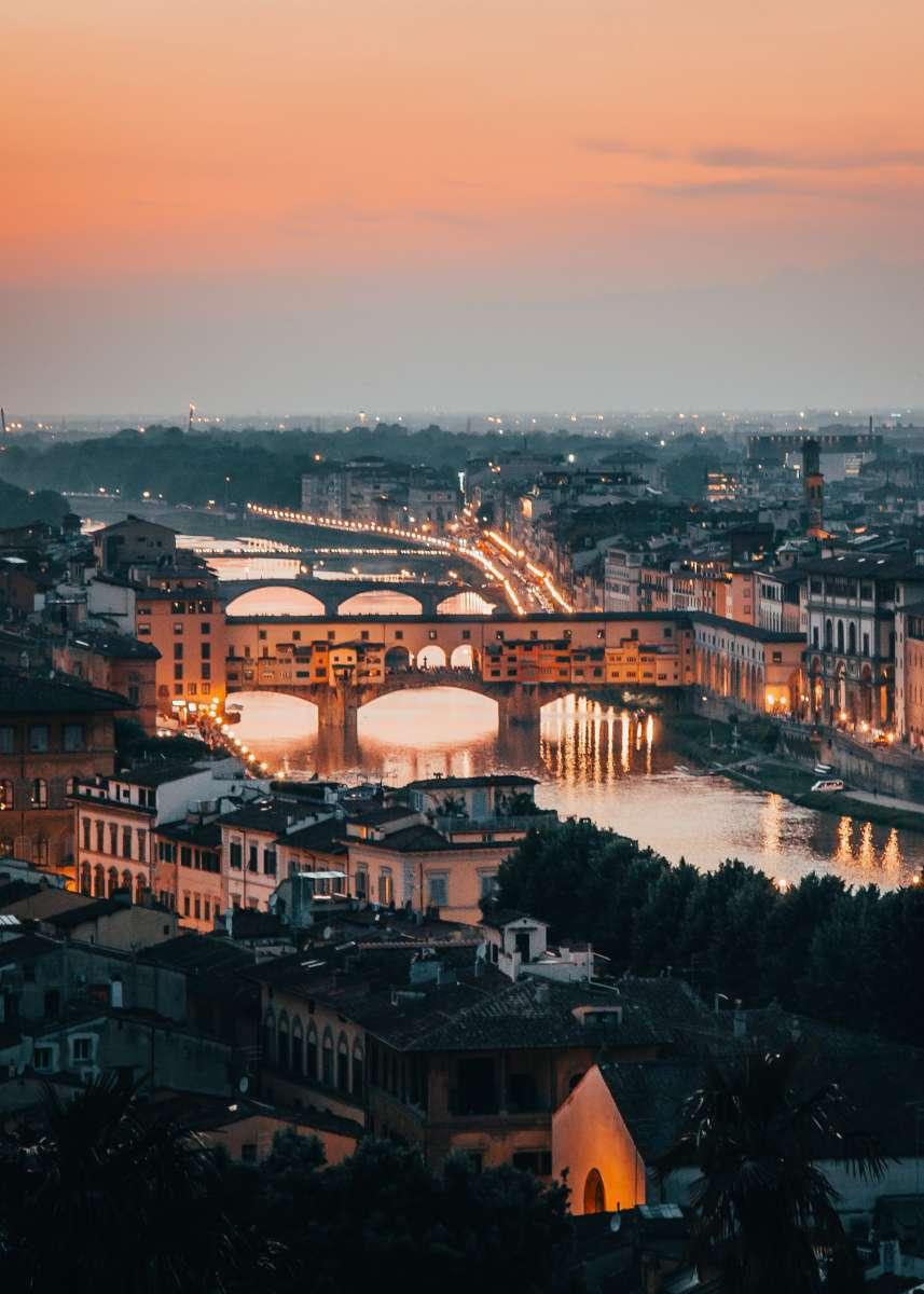 Immagine del Ponte Vecchio e di Firenze al tramonto